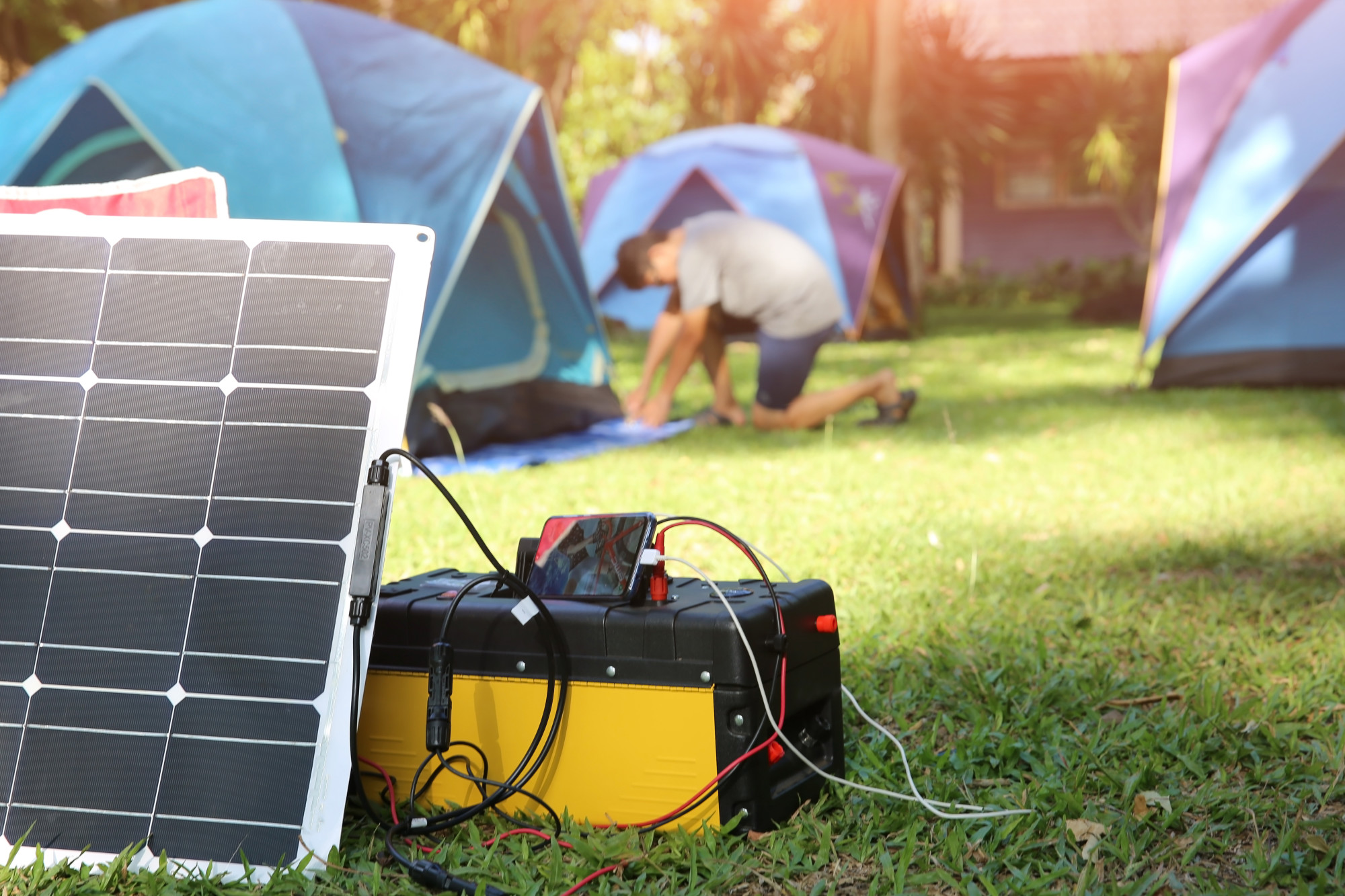 Pros and Cons of a Solar Power Generator for Home